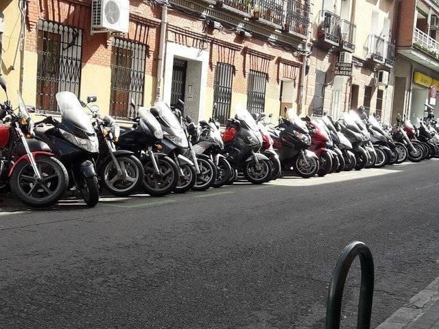 aparcar moto madrid